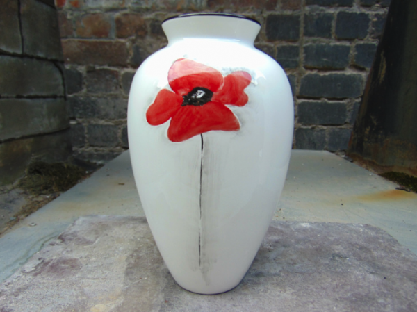 Poppy spray vase